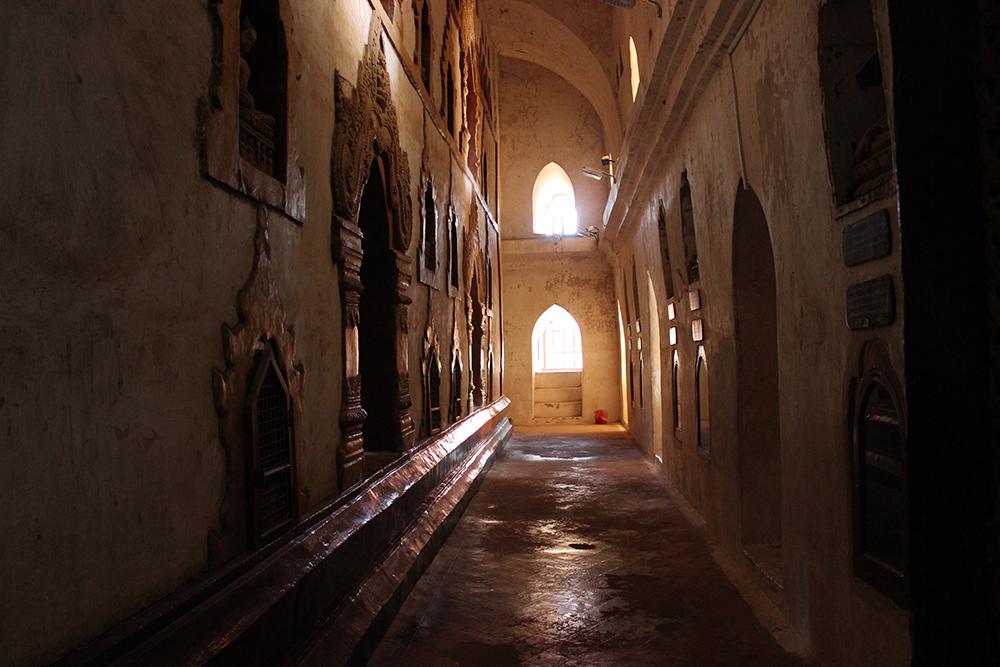 Interior-of-Ananda-Pahto.jpg
