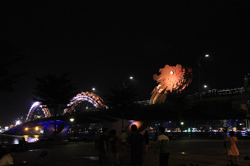 Dragon-Bridge-at-Night.jpg