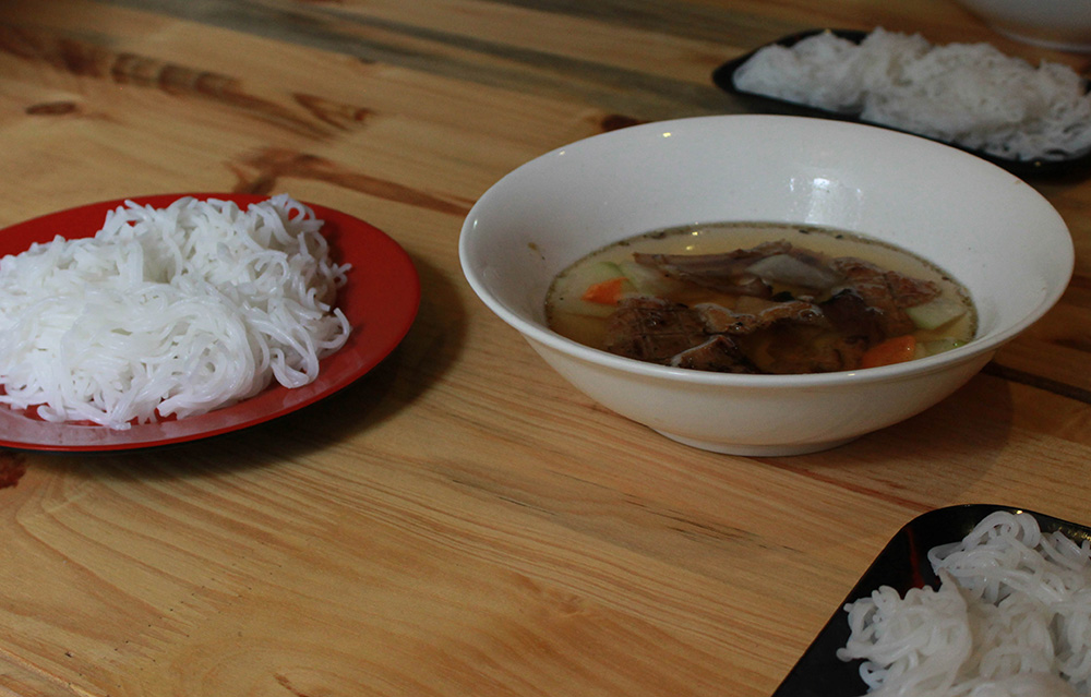 Bun-Cha-and-noodles.jpg