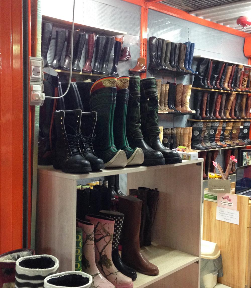 boot-shelves-trad
