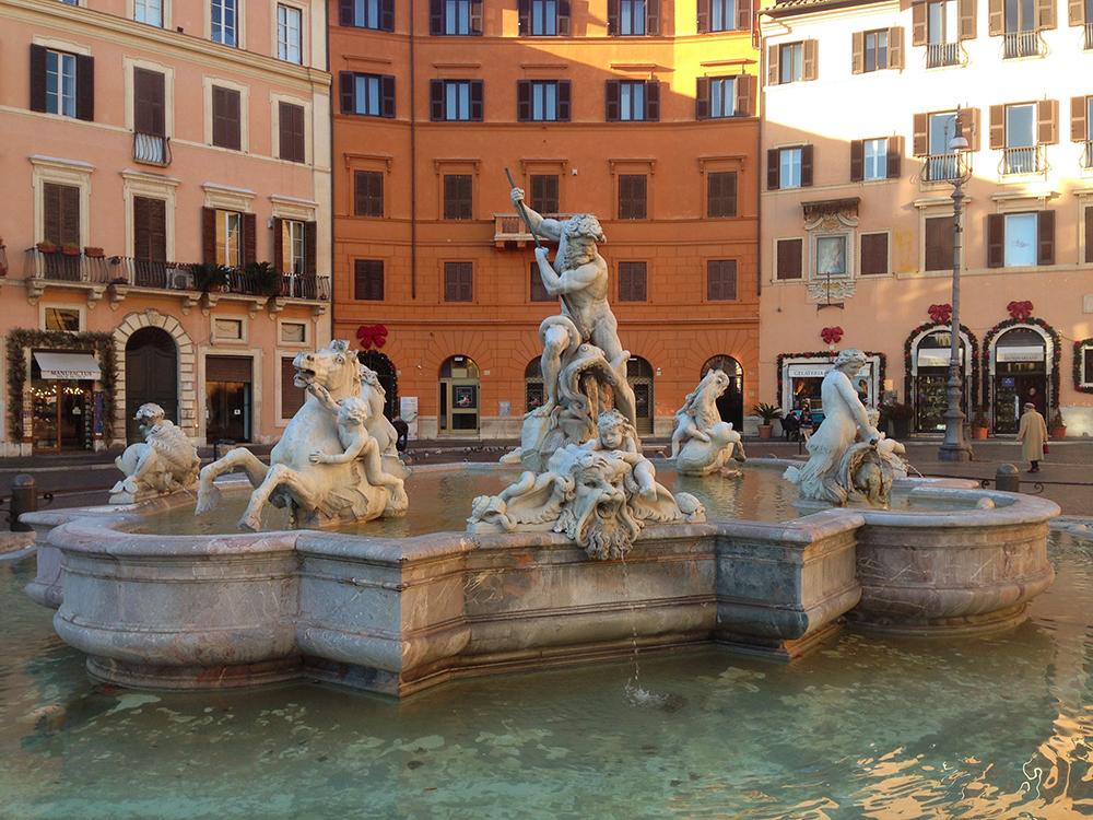 Piazza-Navona-Statue.jpg