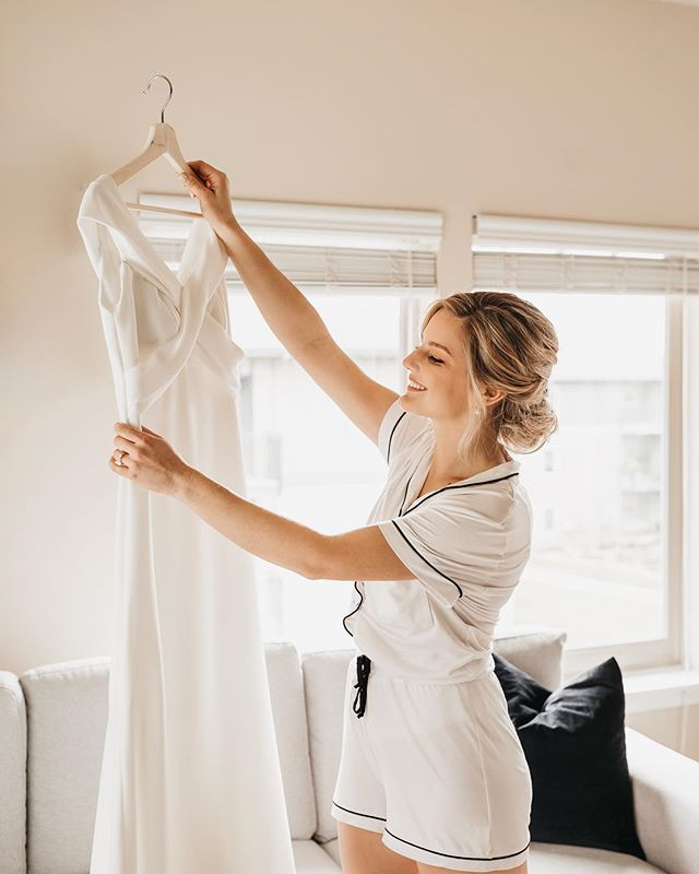 maria, this beautiful bride was radiating joy all day long. can't you tell? 💛 #portlandphotographer #portlandwedding #portlandoregon #bridalportrait #abernathycenter #winterwedding