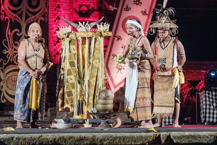Blessing: Elders of the Dayak Maanyan tribe perform a ritual at the opening of the festival. (JP/Anggara Mahendra)
