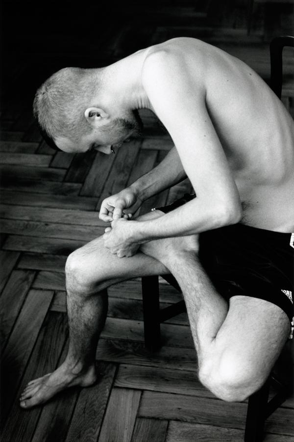 Wolfgang Tillmans,  Anders pulling splinter from his foot , 2004