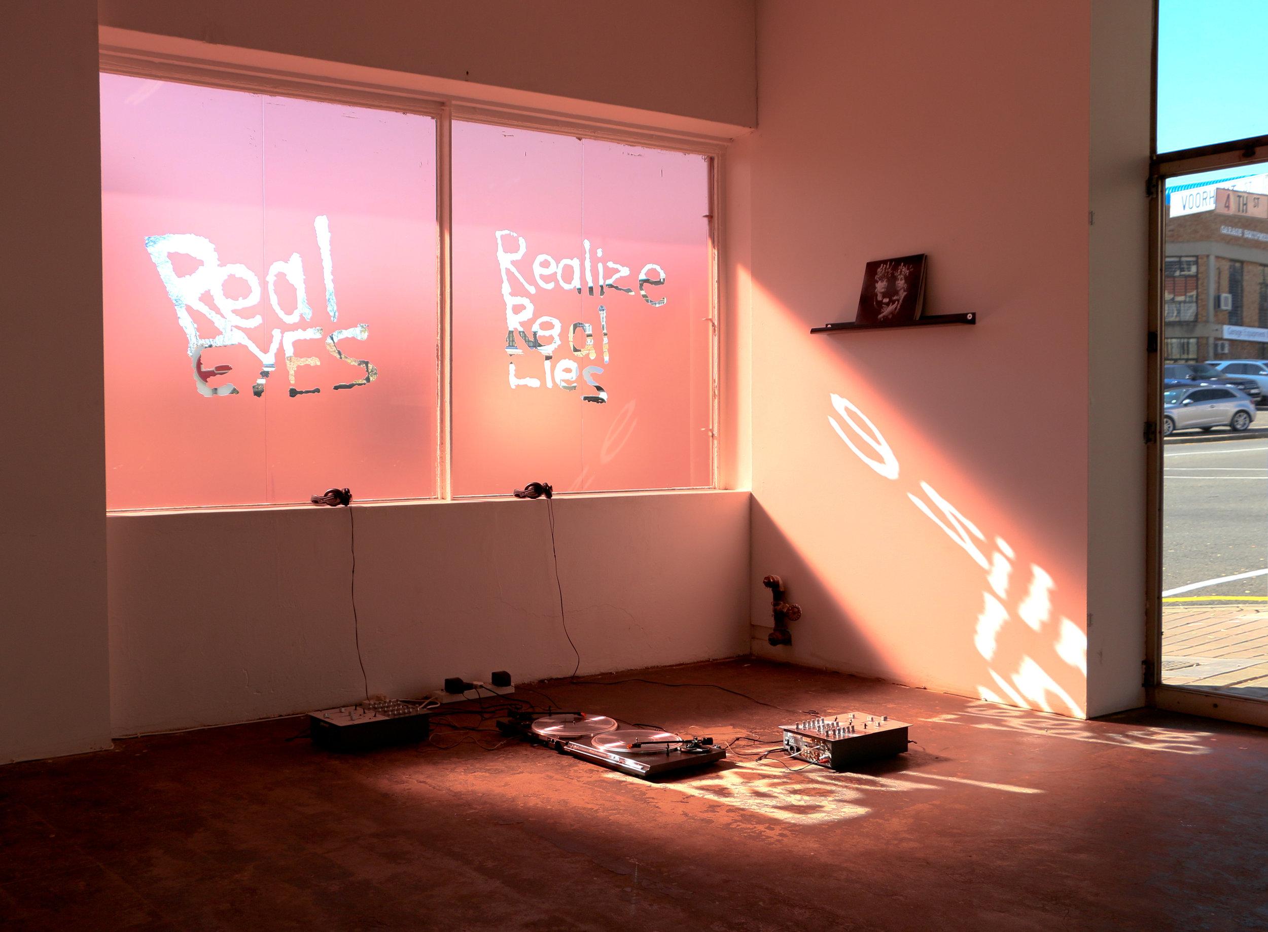 Ridder Thirst , installation view by POOL (2018)  Installasiefoto's deur Nidaa Husain