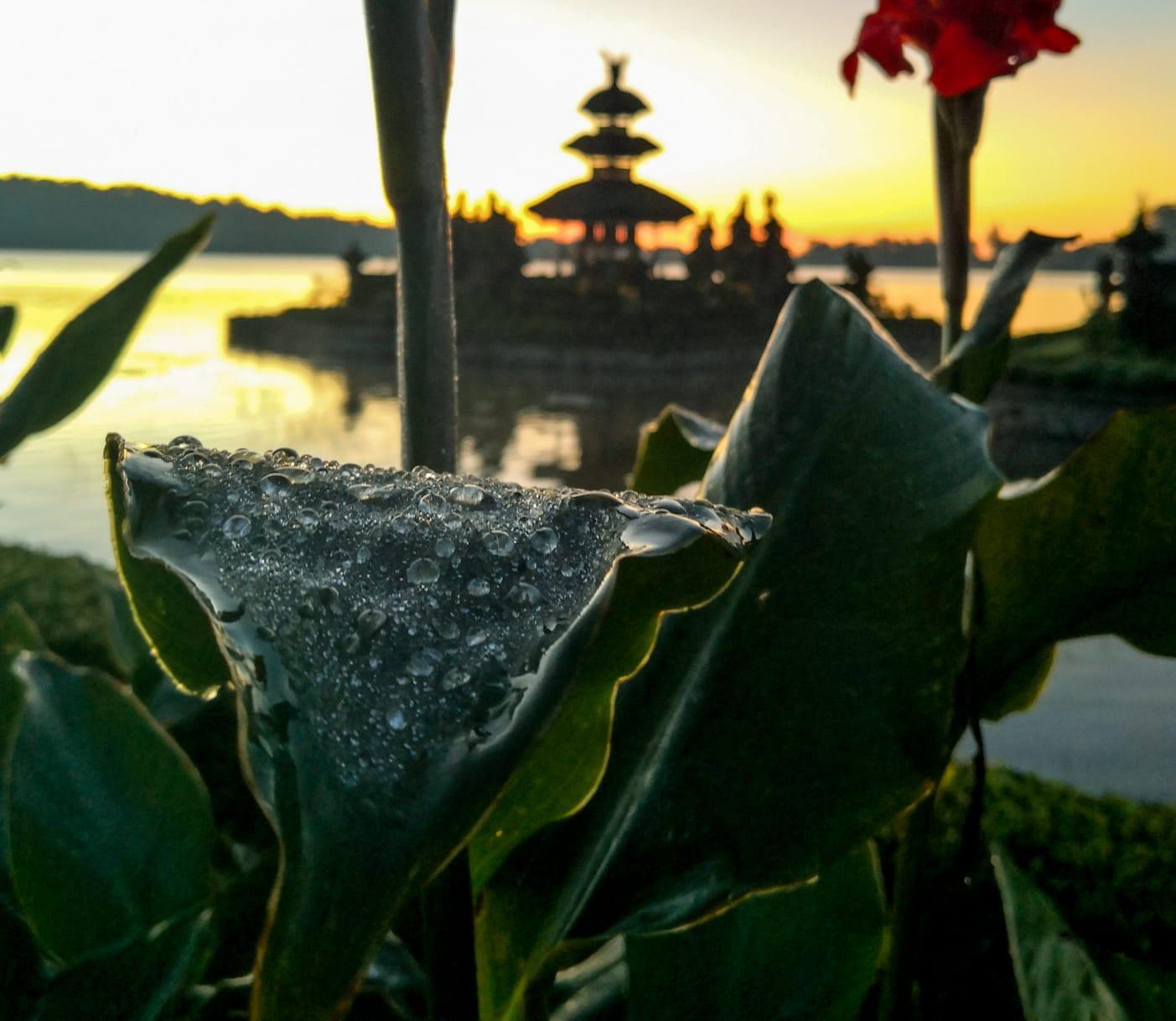 Capturing the sunrise at Ulun Danu Bratan Temple
