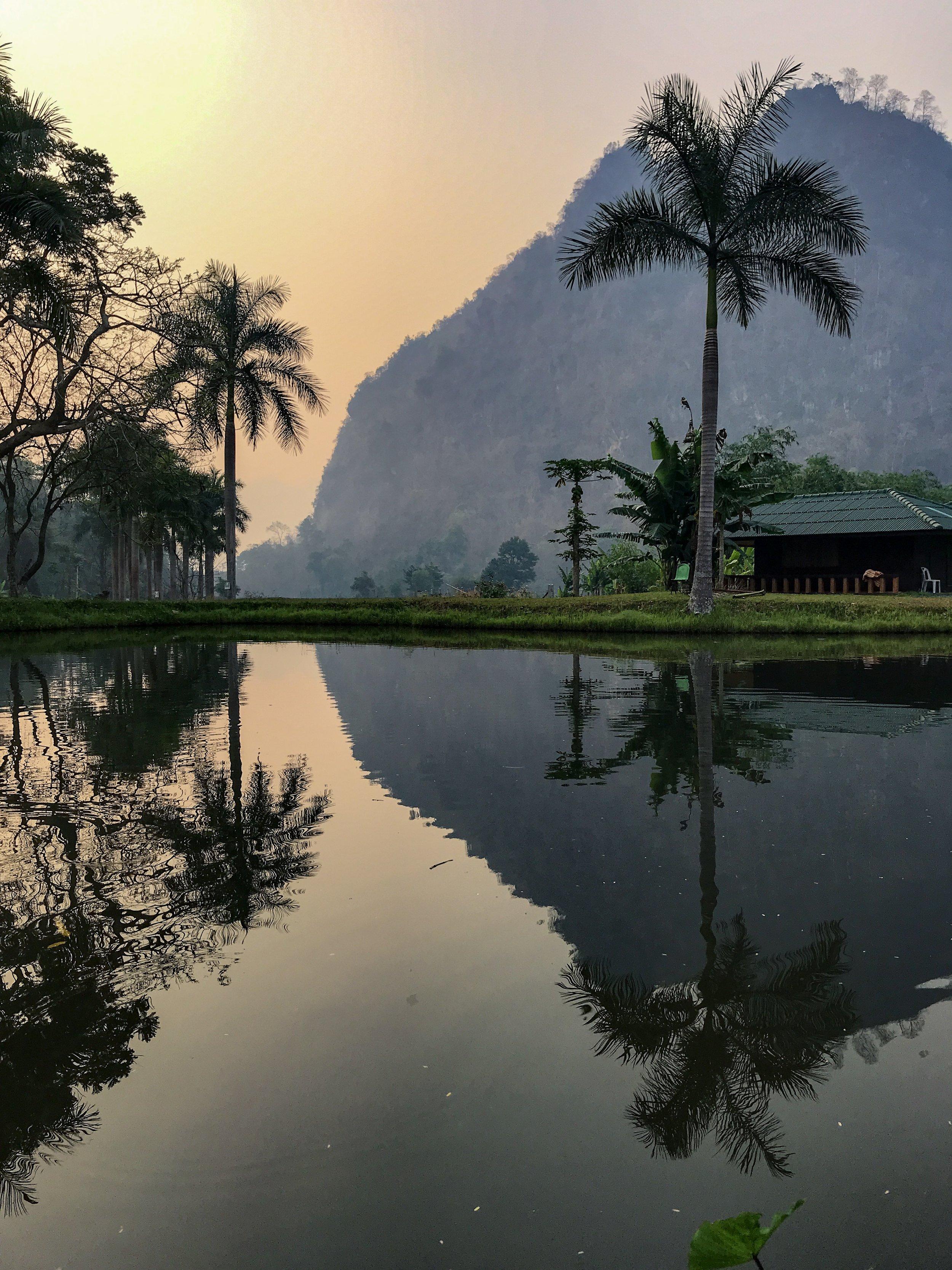Reggel a monostorban még meditáció előtt