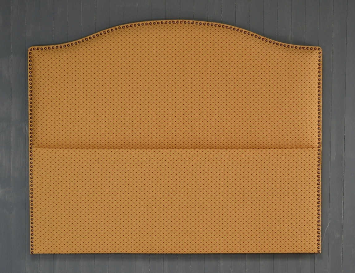 Enzo - inlayed, space studded border