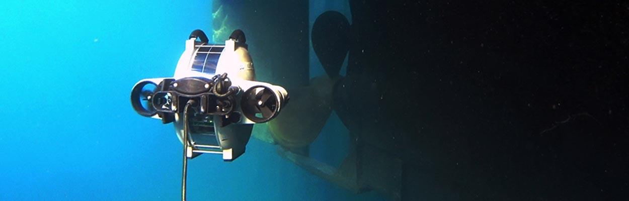 Underwater drone die testen doet in de haven van Antwerpen.