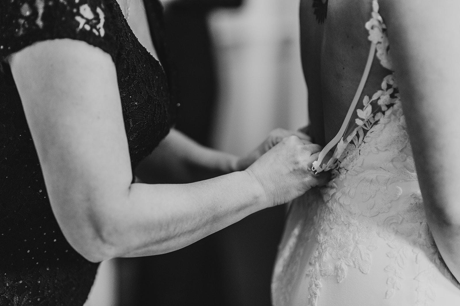 Low Back Wedding Dress_Kansas City