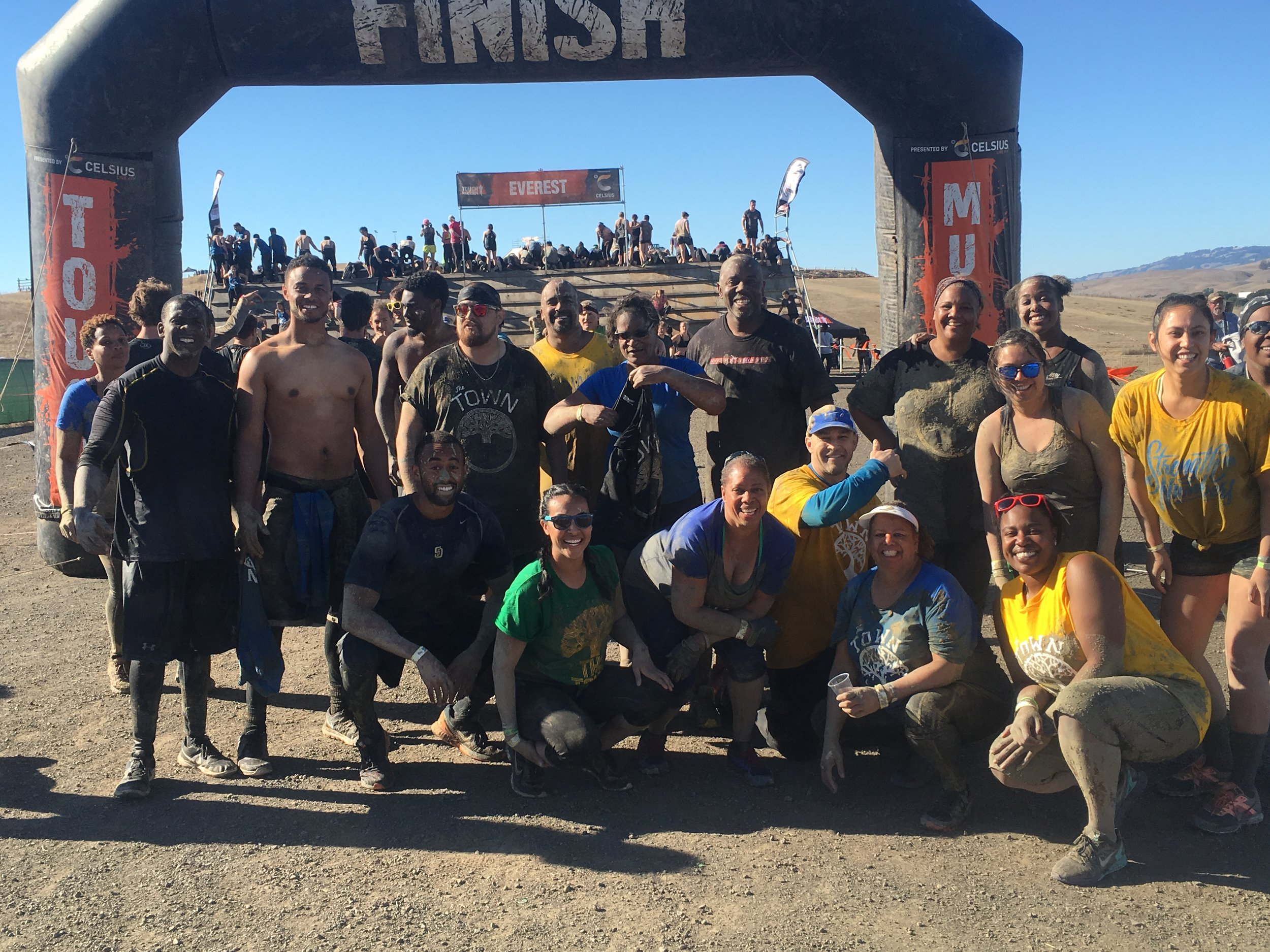 An all-team effort to finish this Tough Mudder!