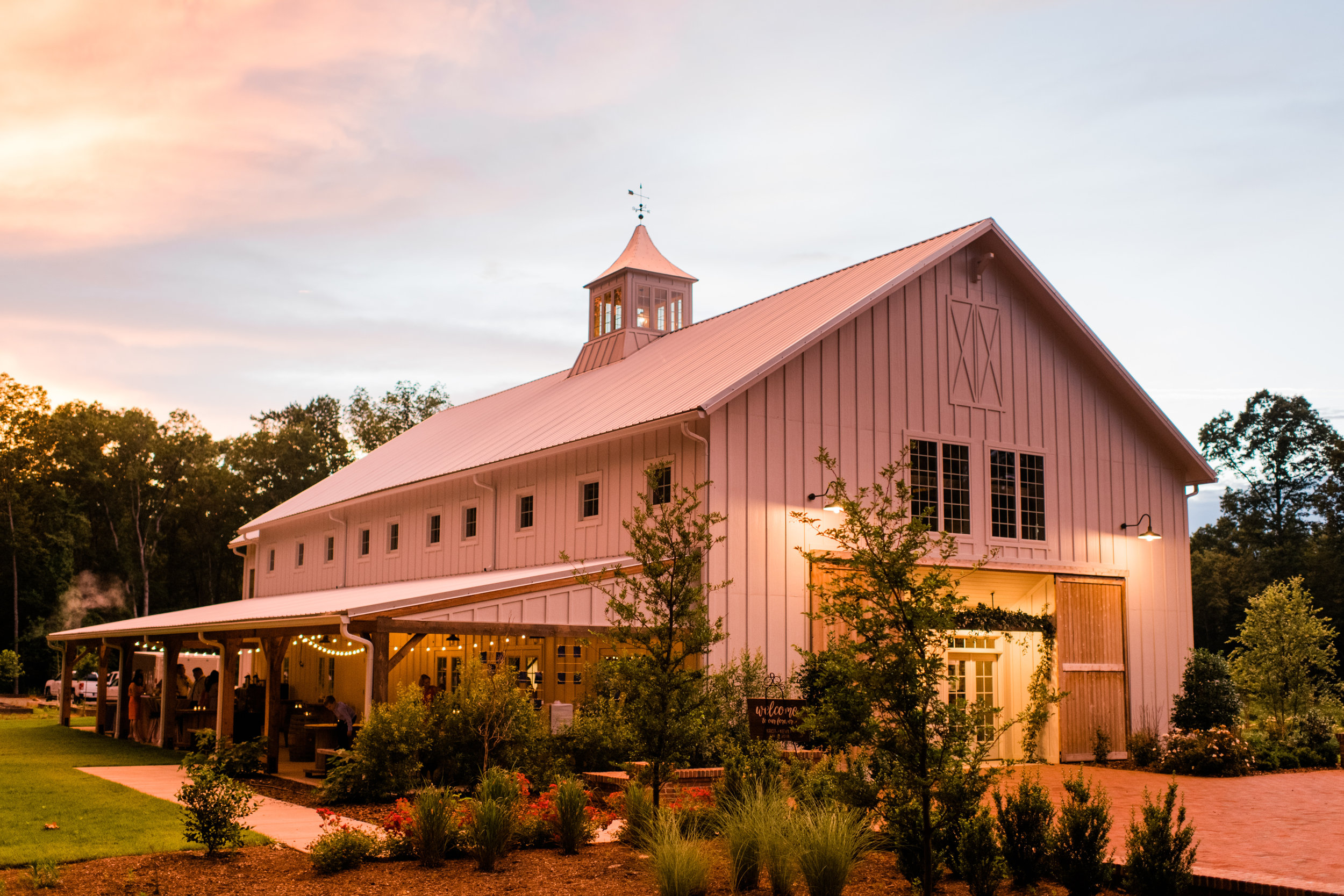 barn_of_chapel_hill_at_sunset