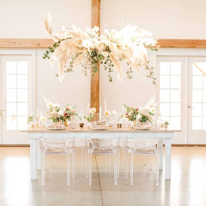 Pampas grass head table installation. Photo:  Kaitlyn Blake Photography
