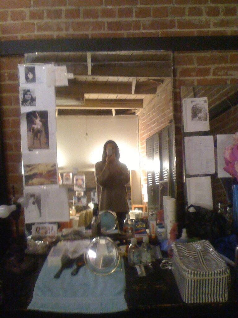 BTS Orpheus Descending, Dressing Room