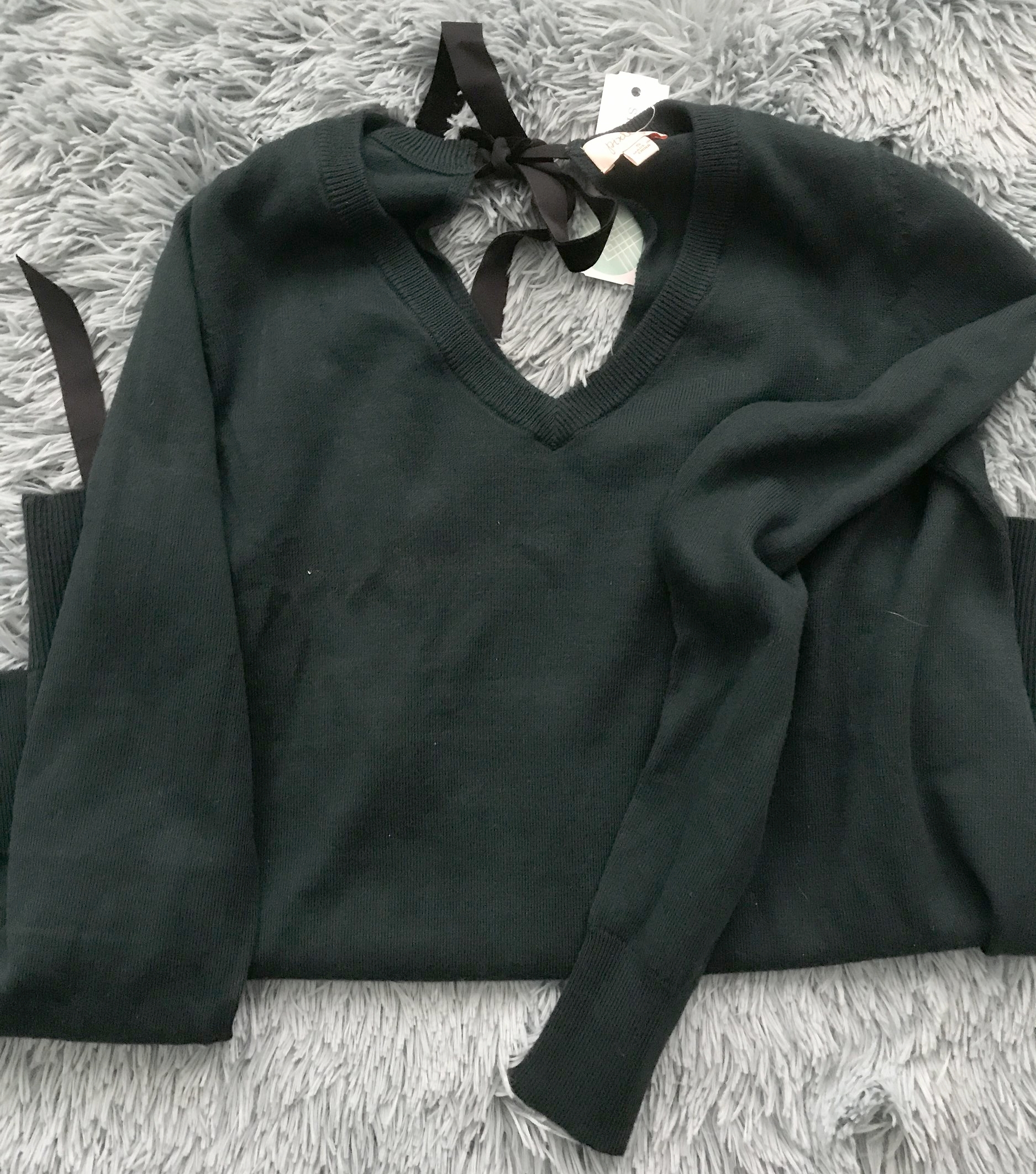 Pixley Danteila Velvet tie pullover  - While I thought the tie was super cute, it was kinda unnoticeable because it opened into such a small V in the back.  If it was more open back with the tie, I would have definitely kept it. But, for the price, it didn't do much for me. This was a RETURN