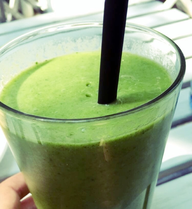 EasyTropical Green smoothie recipe - 1 -2 cups kale 1 cup unsweetened coconut water or almond milk*1 cup frozen pineapple 1/2 frozen banana 1-2 tsp ground ginger 1 tsp chia seeds *add more liquid if needed