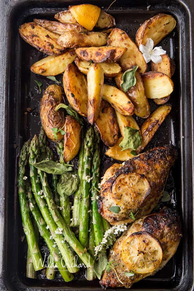 Asparagus & chicken roast - Recipe from: The Salted MintAdd arugula for a next day salad
