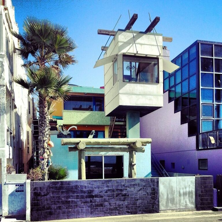 Venice is made for the unique. It's just who we are. #art #culture #venice #beach #socal #Losangeles #cali #homes #unique