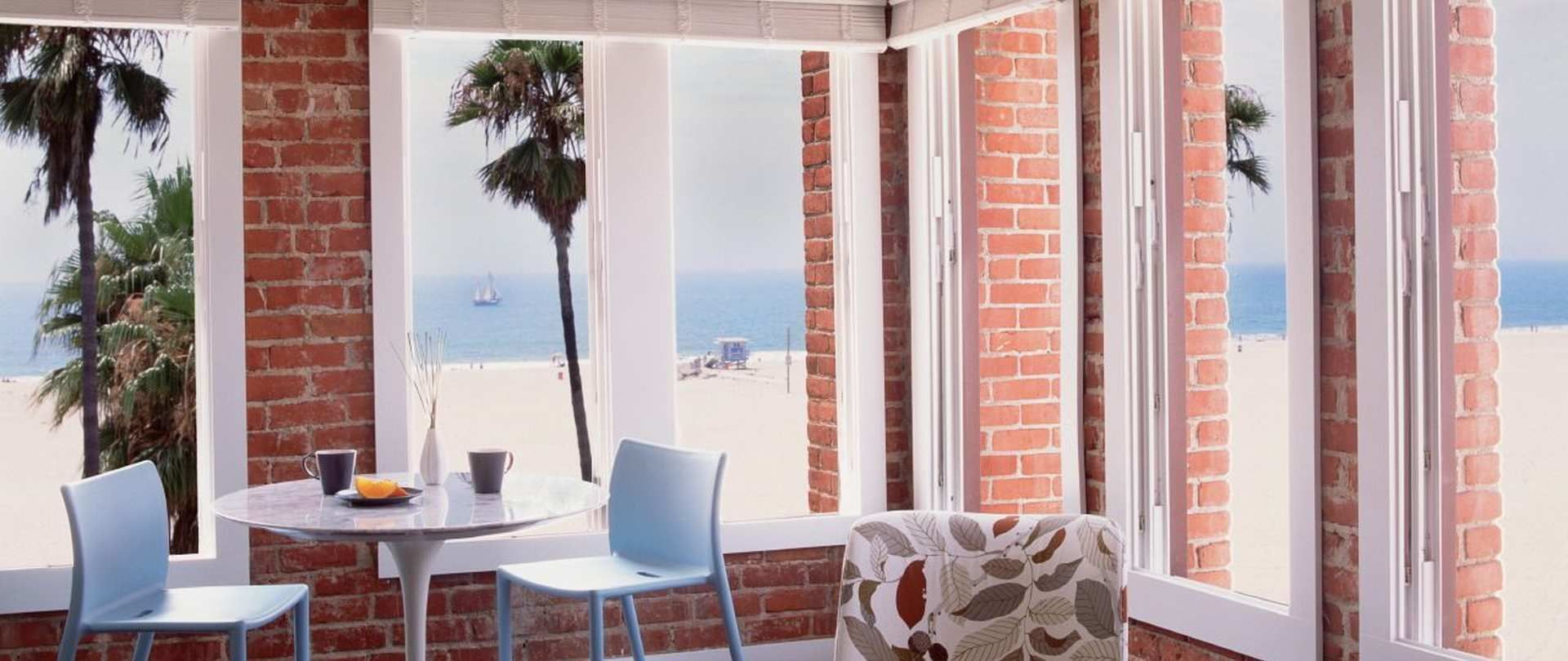 View Our Site    +1 310-566-2222   manager@venicebreezesuites.com  2 Breeze Avenue Venice Beach, Los Angeles, CA 90291
