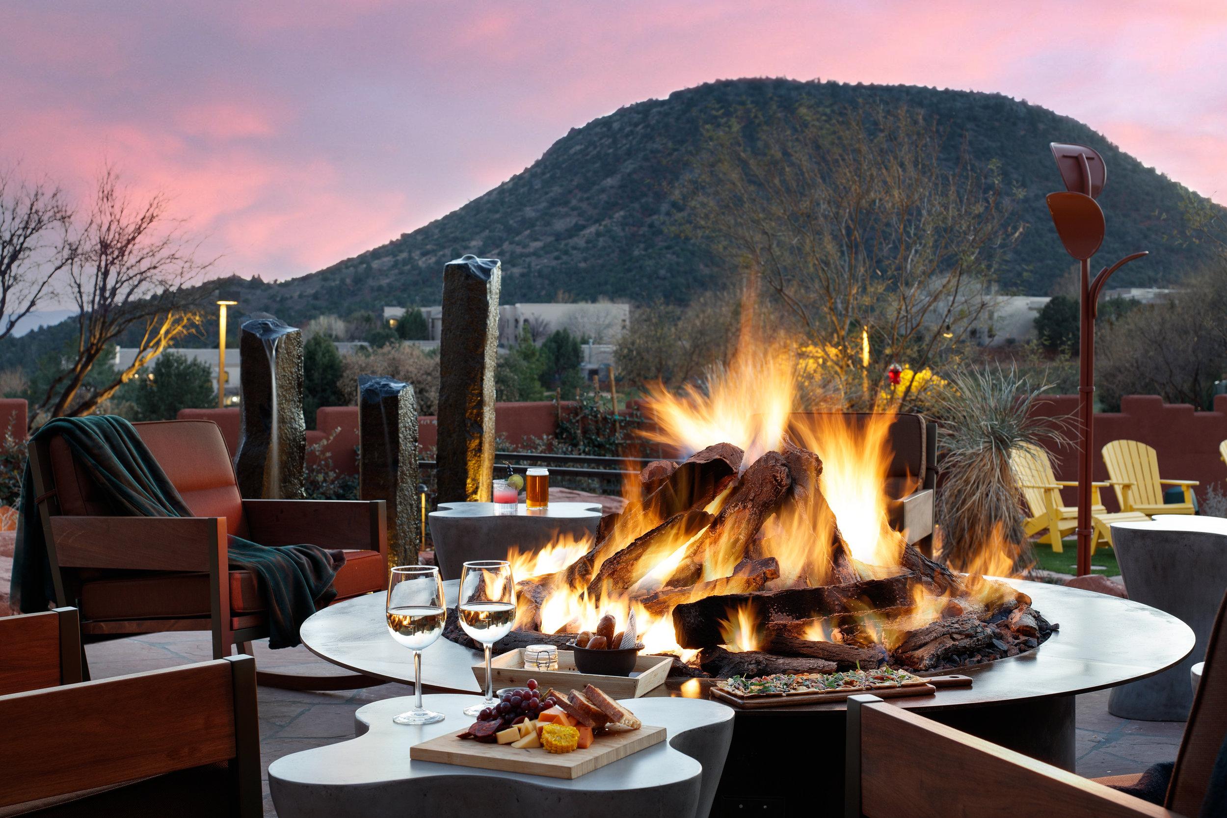 Hilton Sedona Shadowrock Tap & Table Patio Fire
