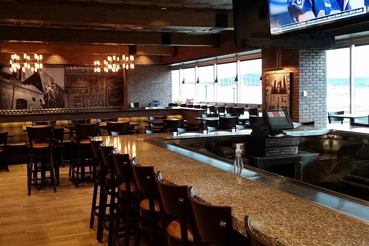 Henrys Tavern Bar.jpg