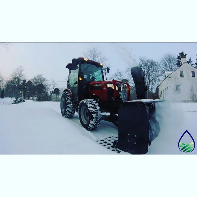 Blowing snow #proscapeirrigation #proscapesnowscape #mahindranorthamerica #snowremoval #mainewinter #snowblowME #kennebunk #kennebunkport @mahindratractorsofficial