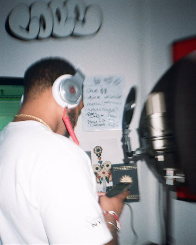 No matter how blurry life my get I stay focused on the goal. Can't wait to share this new sound I been creating with @brasstracks. New vibes coming soon 🕺🏽 📸 : @justin.mariano