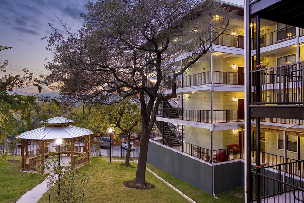 Courtyard view of La Vista de Guadalupe Apartments