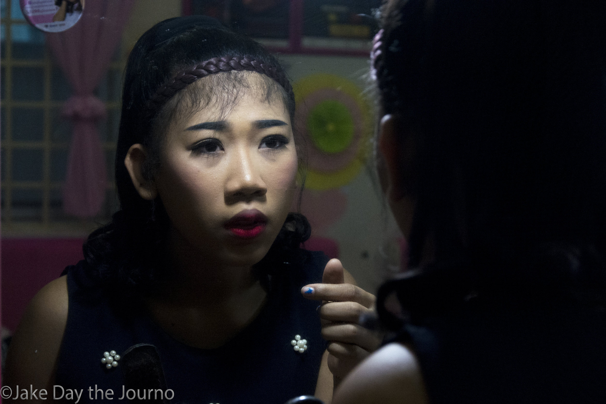 An entertainment worker applies makeup at the SMARTgirl club in Siem Reap on 23/01/18 by Jake Day.