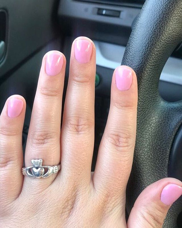 ✨🎀 Pretty in pink! We love seeing your pictures, tag us and you might see your picture featured! — 📍 Modish Nail Spa located in Roxborough/Manayunk, where first-class pampering meets good company, all with complementary drinks ✨ — #ModishNailSpa #nails #chromenails
