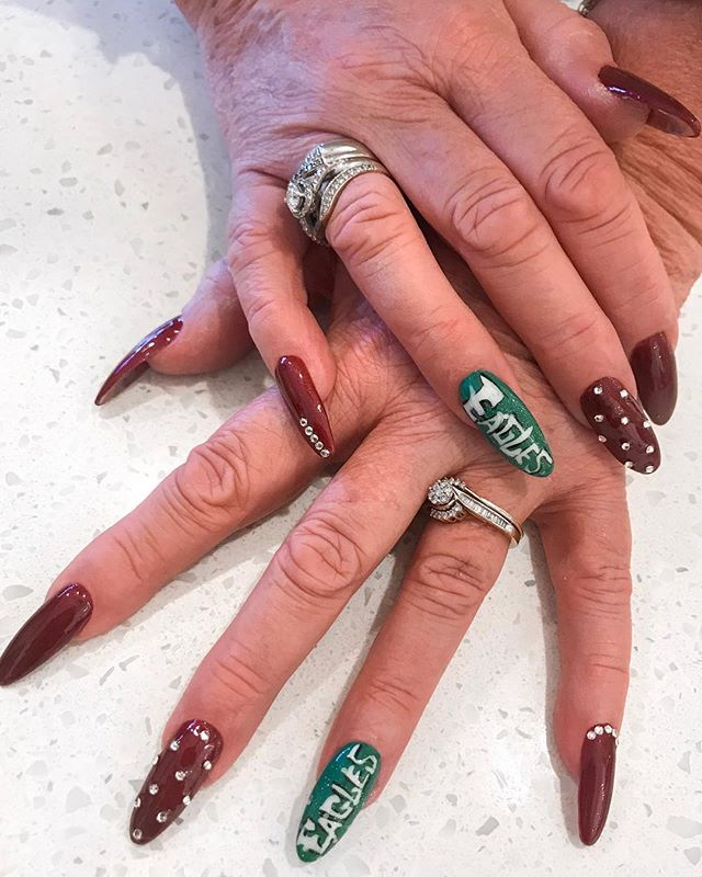 ✨🏈 It's game day! Eagles and nails for the win #gobirds — #ModishNailSpa #Manicure #dippowdernails