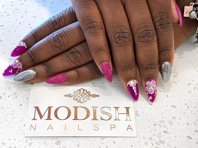✨ 3D nail art featuring #DipPowder with chrome, sand sugar glitter and gems is sure to dazzle 💎
