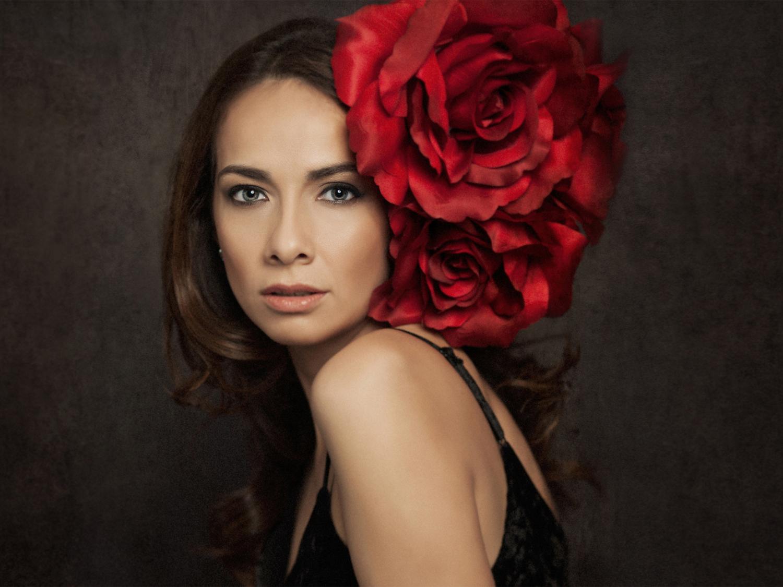 Romantic Glamour Portraiture by Photographer Mayumi Acosta.jpg