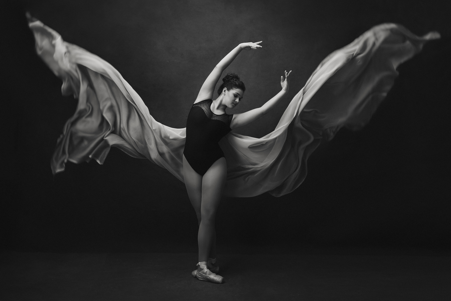 Stunning Black and white fine art photography of a ballet dancer by Mayumi Acosta.jpg