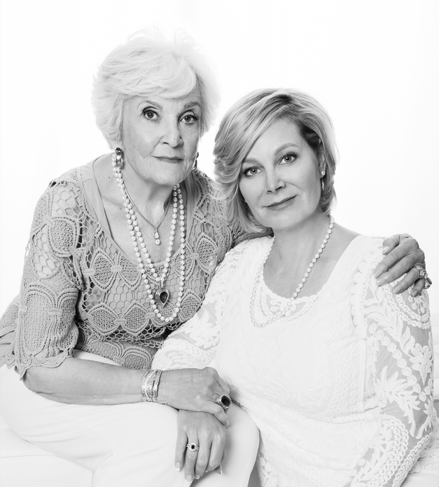 A timeless portrait of mother and daughter by Mayumi Acosta photography in Sacramento CA.jpg