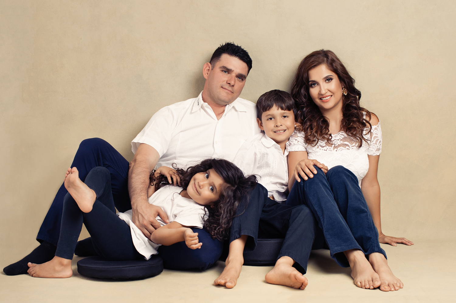 Portrait of a couple and their two children by Sacramento photographer Mayumi Acosta.jpg