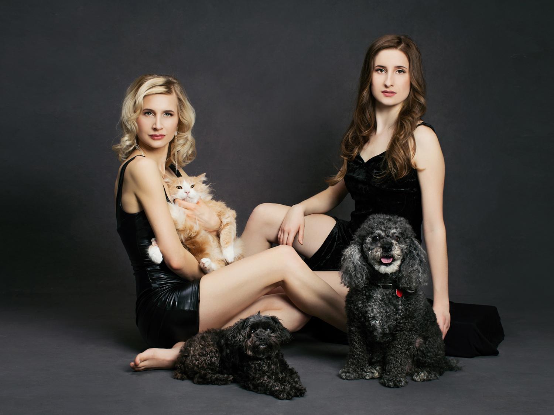 Portrait of sisters and Pets by Sacramento Photographer Mayumi Acosta.jpg