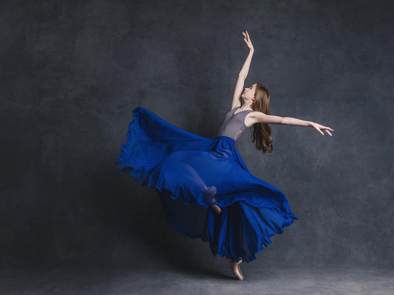Amazing dancing portraits of ballet dancer by Sacramento Photographer Mayumi Acosta