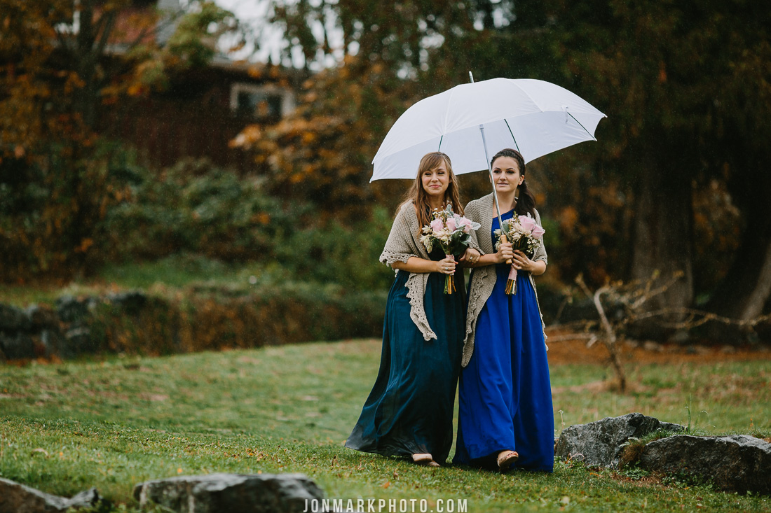 victoria bc vancouver island wedding photography merridale ciderworks cidery rainy fall wedding