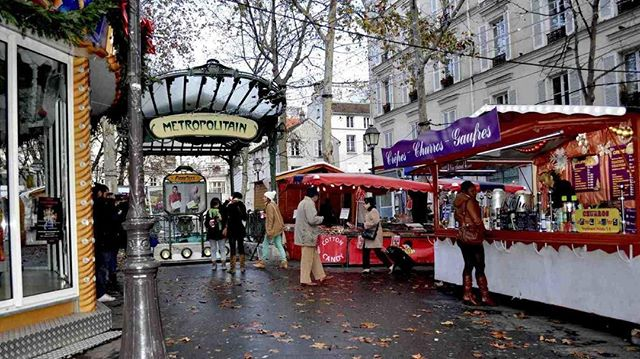 We will love to checking out the markets in Paris like this second-hand one. Here, we will rummage among old paintings and knick-knacks, lamps and art deco accessories, vintage postcards and jewellery by young designers. Perfect for scrounging papers and ephemera for any art making!  https://www.twoartiststravel.com/paris-france https://www.twoartiststravel.com @susanstoverart @amandajolley #twoartiststravel #artandtravel #artandculture #travelwithus #artisttravel #inspiredtravels  #adventureawaits #localartisans  #culturalimmersion #artists #paris #france #artistresidency #architecture #museums #workingartist #markets