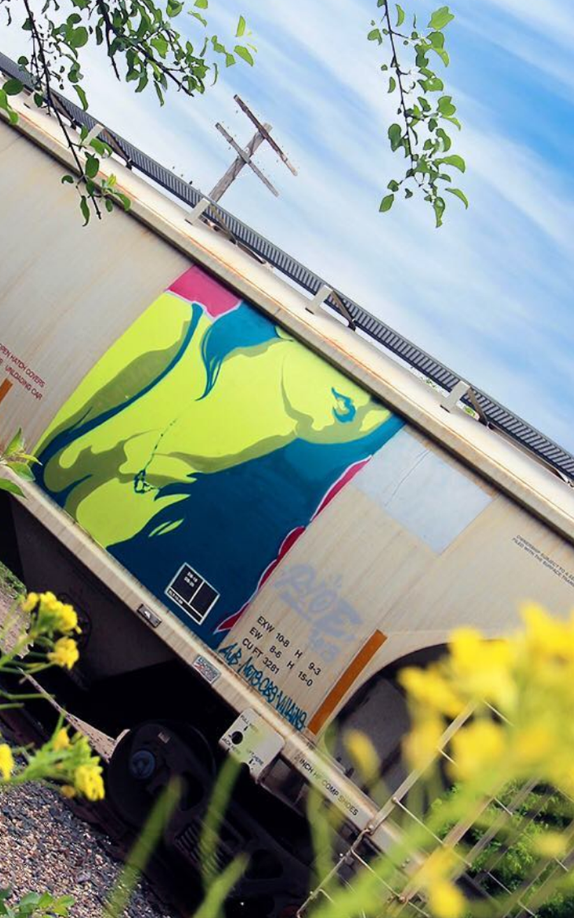 homepage-ryoe-street-art-yellow-woman.png