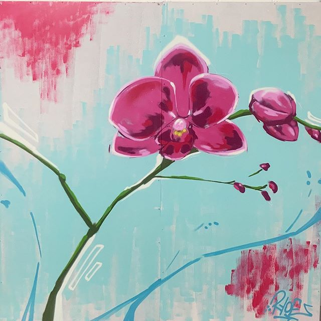 Orchid study during the @chromazonefest a few days ago. Thanks again for the opportunity to paint! . #aerosol #art #canvas #chromazone #latex #mixedmedia #orchid #painting #takethestairs