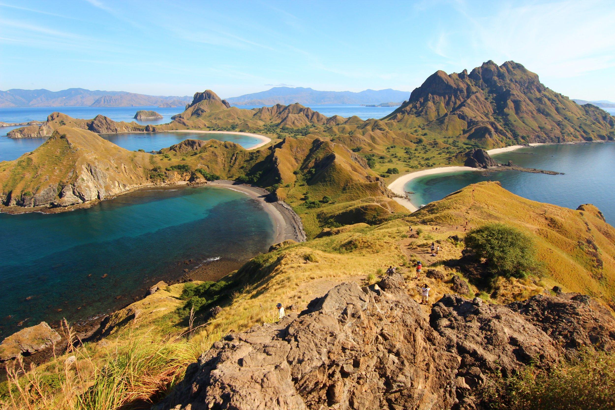 cruising: komodo national park -
