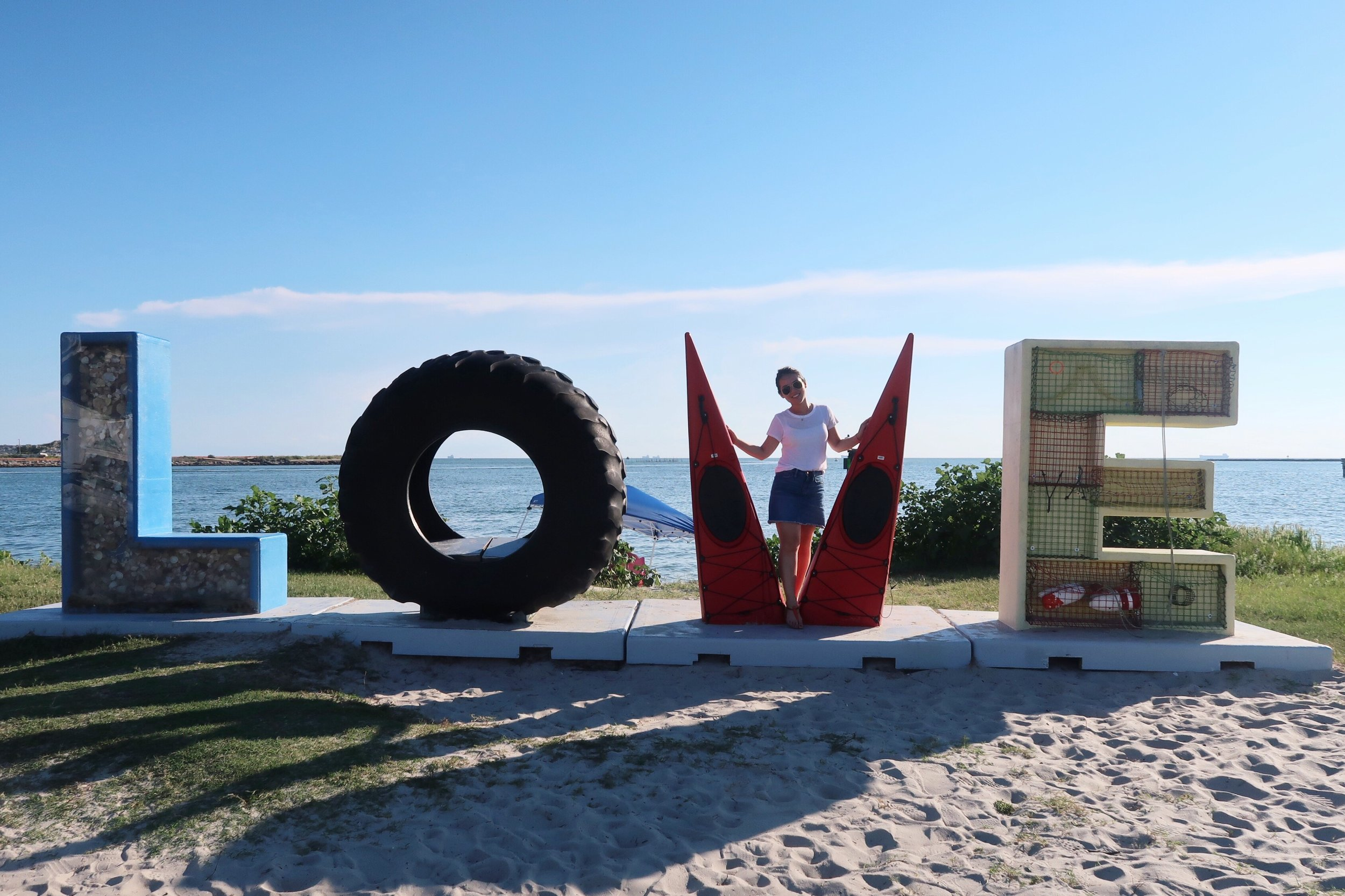 Visited LOVE sign in Cape Charles, VA on the way home. | 回家路途中順便去了一趟Cape Charles, VA。