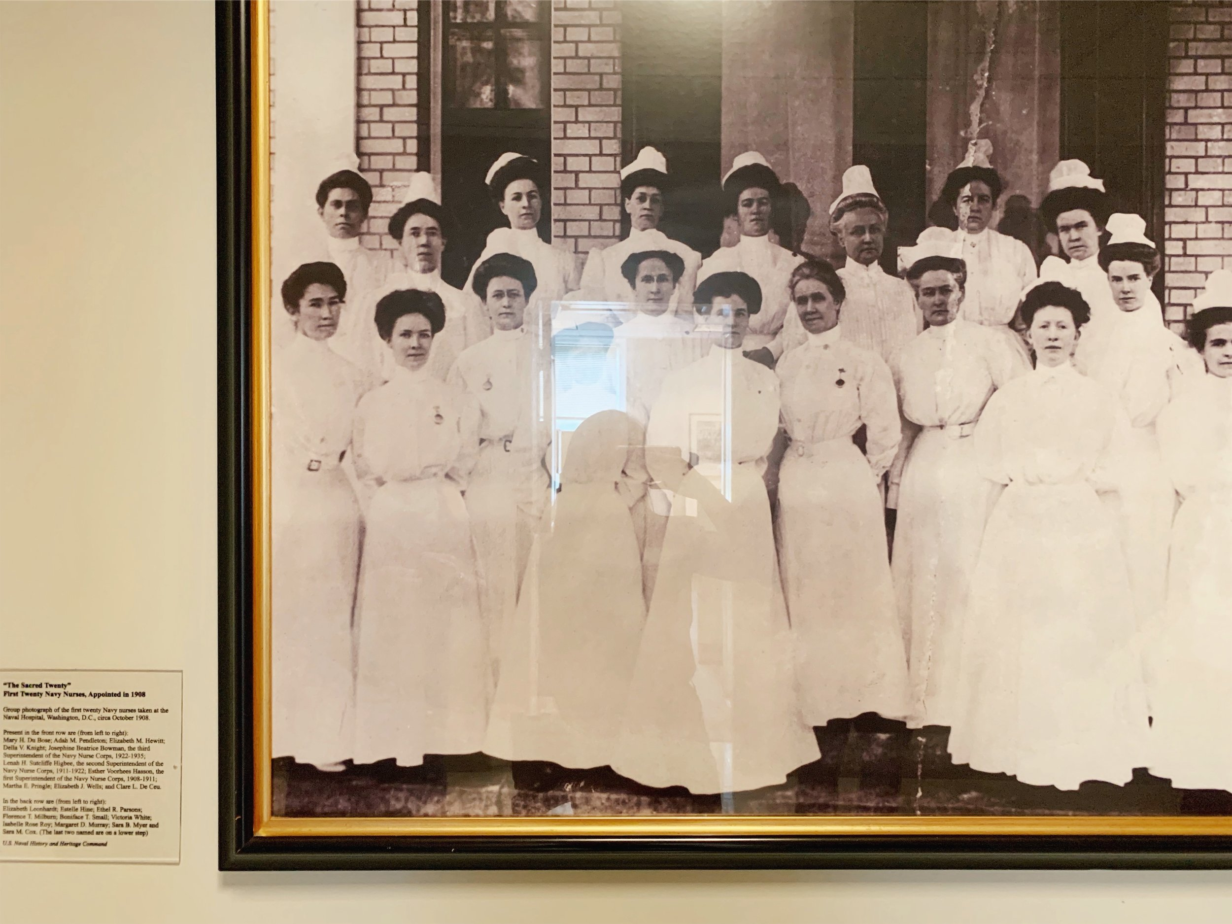 第一組女生來醫院工作 | First group of women worked in the hospital.