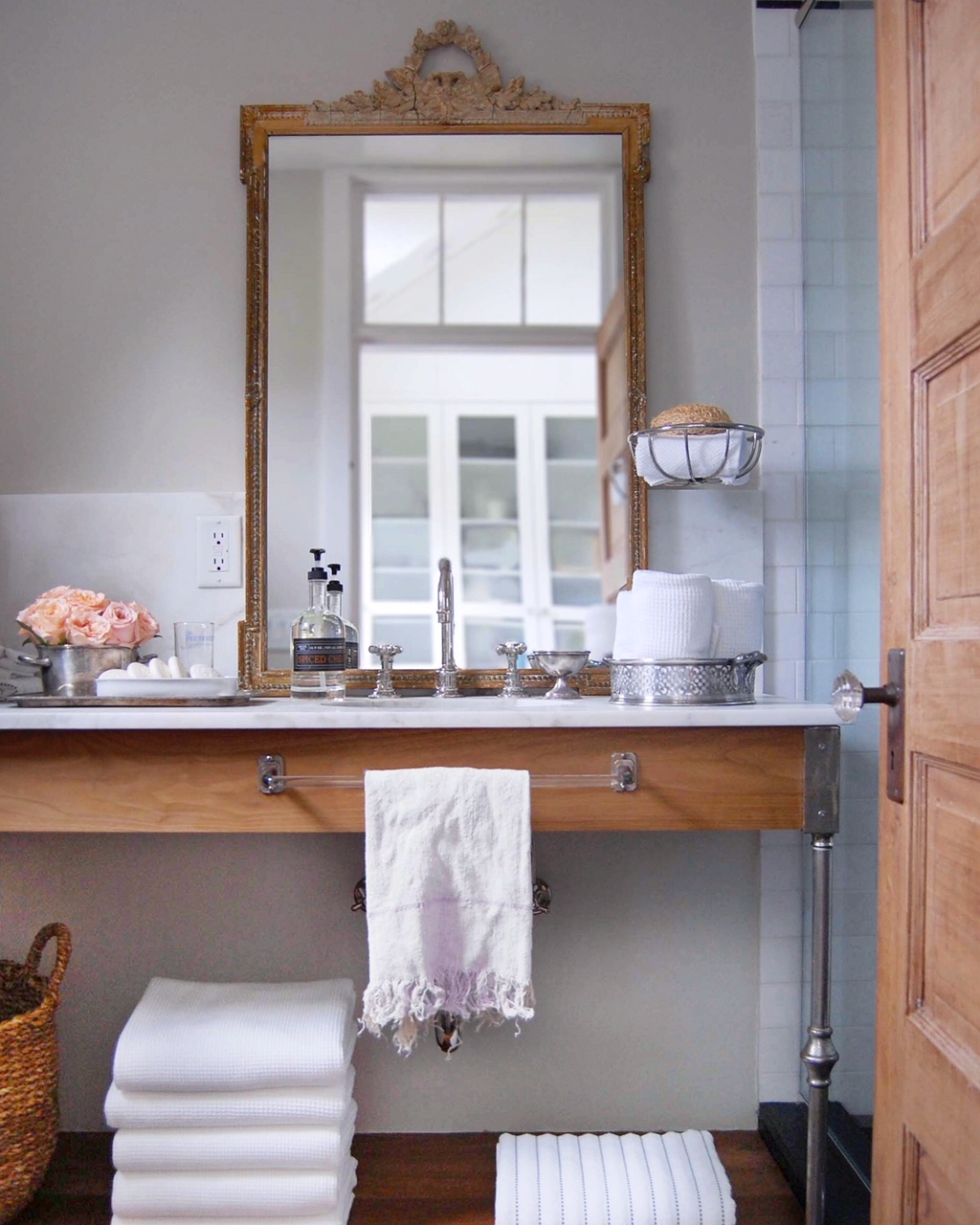 Vintage-modern bathroom in a New England beach cottage. Design by Sandra Cavallo, @oldsilvershed