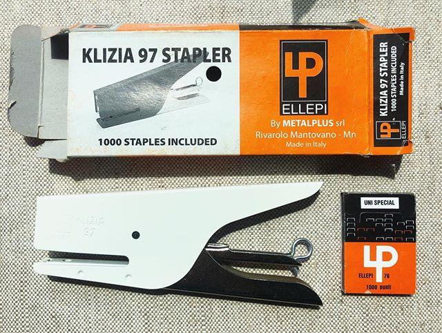 special new stapler courtesy of a special someone @hbashev !! so cute and small !!! #klizia97 #klizia97stapler #metalplus #ellepi76 #staplerart #excited