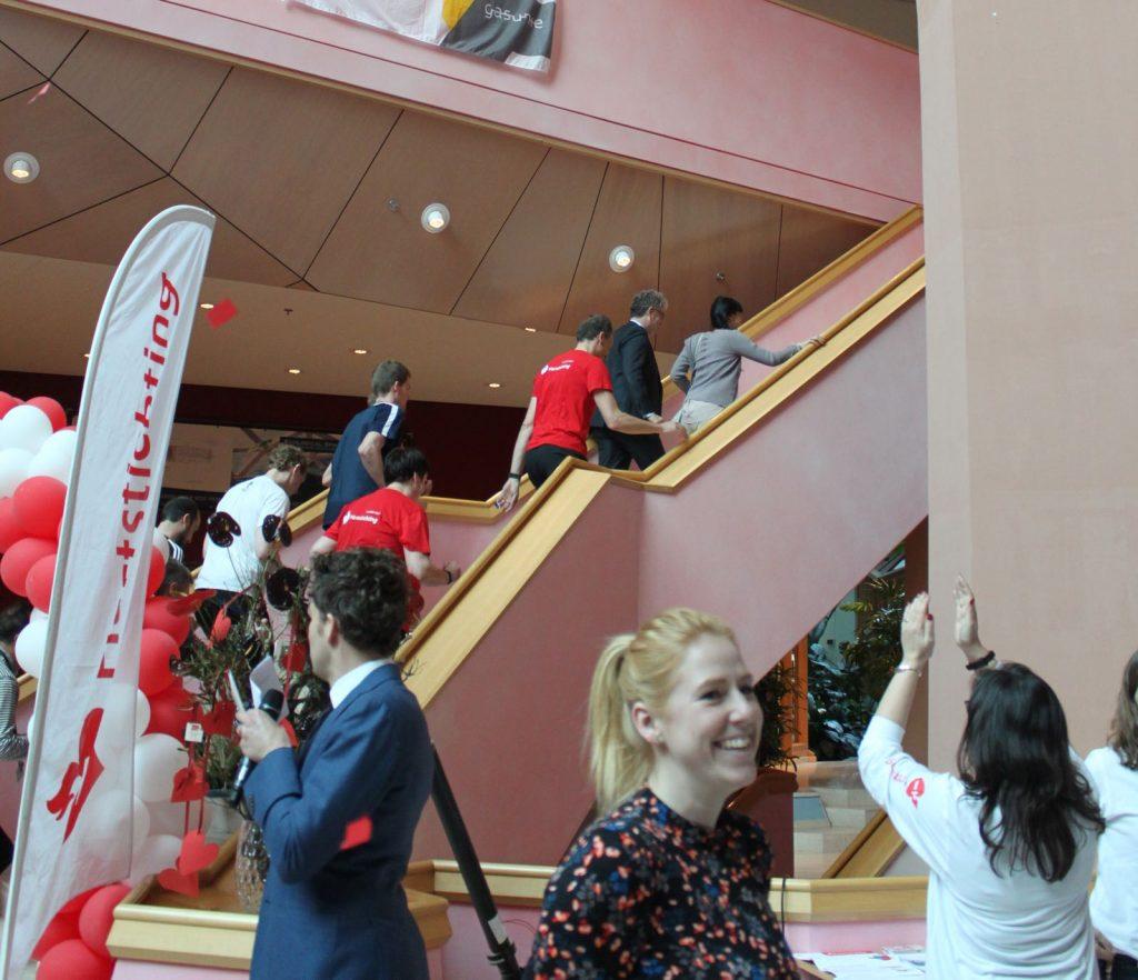 - Op donderdag 12 april presenteerde Anne Jan de Gasunie Run to the Top. In deze estafette sponsorloop, georganiseerd door het personeel van de Gasunie, werd geld opgehaald voor de campagne Hartenvrouw van de Nederlandse Hartstichting.16 Teams van 6 deelnemers beklommen zo vaak mogelijk de 382 traptreden van het 16 verdiepingen tellende Gasuniegebouw in Groningen. Hiermee werd een supermooi bedrag opgehaald van 11.000,-