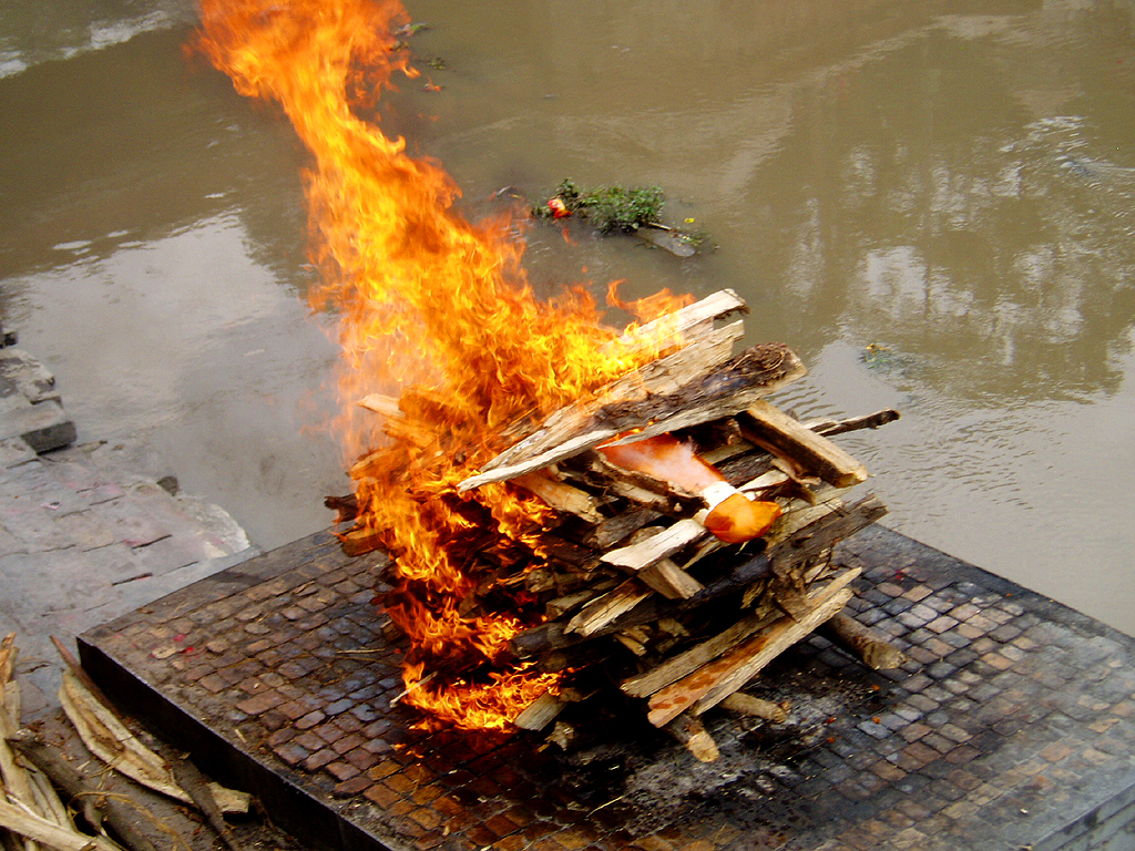 Funeral pyre on the bank of the bagmati river, Nepal. Credits: Gregor Younger