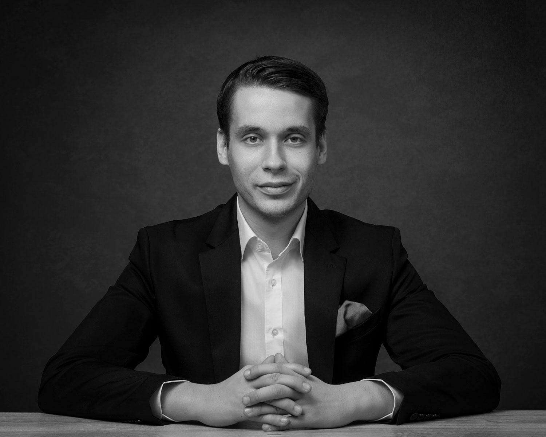 Studiofotografering för Henrik Wickström.